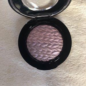 MAC Mineralize Eye Shadow- Leap
